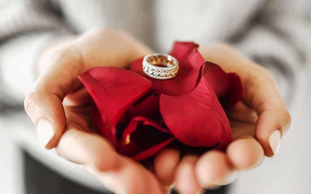 プレゼントの値段と愛情は比例する?女性は贈りものの価格で愛を計るのは本当なのか?